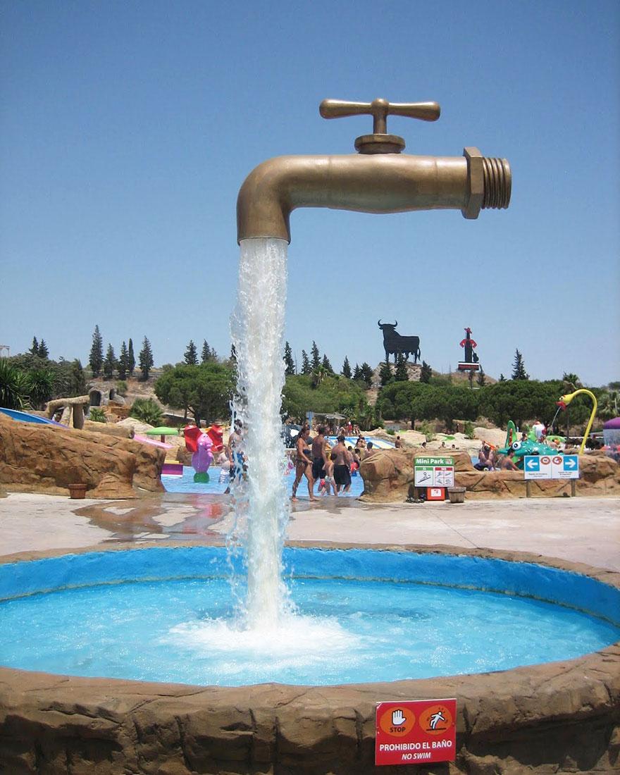 Необычный фонтан в городе Кадис, Испания